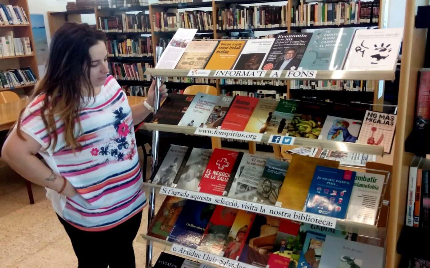 "7ª edición de la biblioteca viajera ""Informa't a fons"""